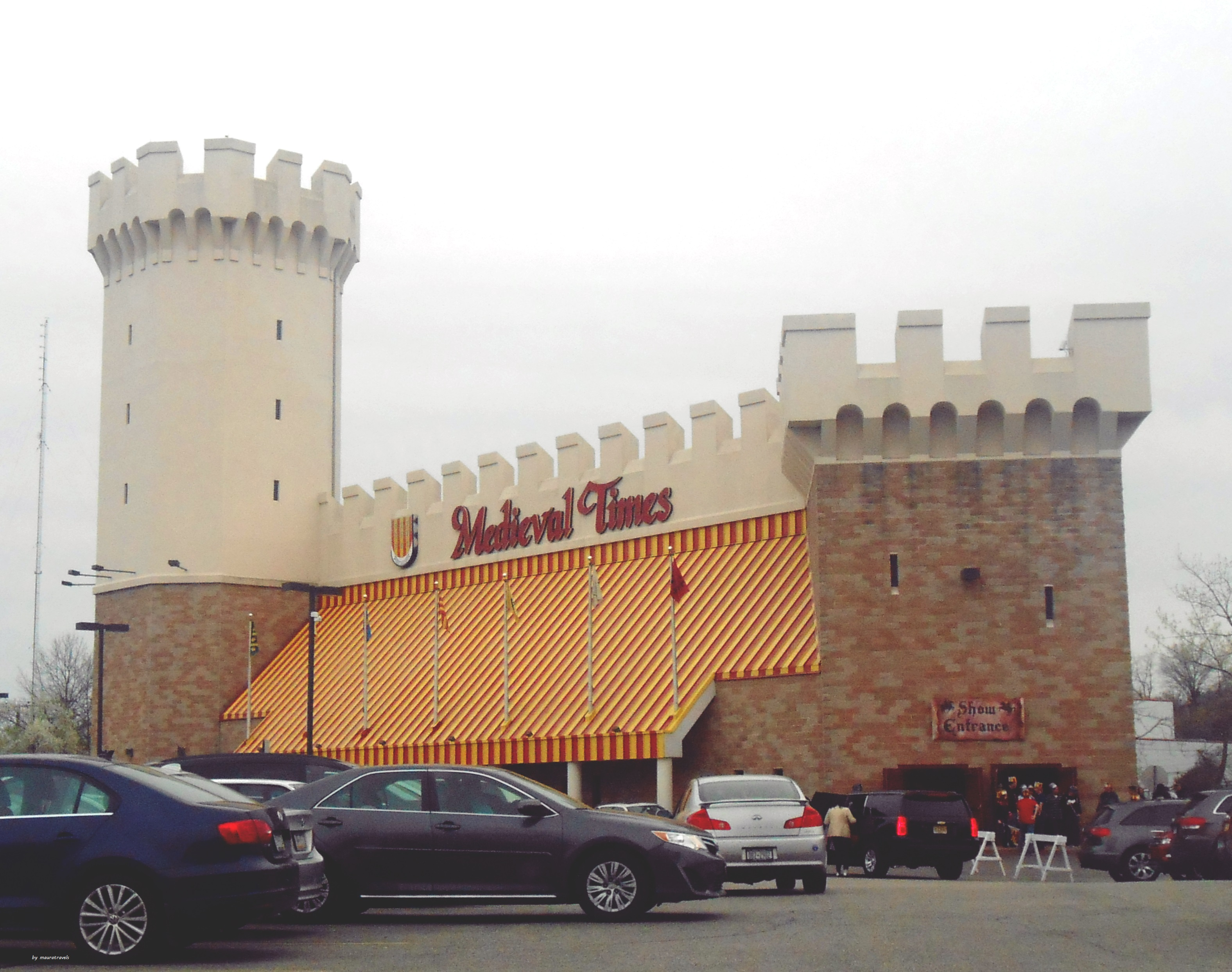 Nov 18, · Hello Your Grace! Thank you for your review of Medieval Times Lyndhurst. We're glad that you had a wonderful time cheering on your Knight!! We look forward to seeing you at Her Majesty's castle again soon.4/4().